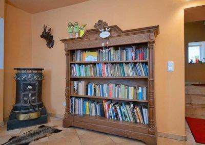 Bibliothek-im-Eingangsbereich